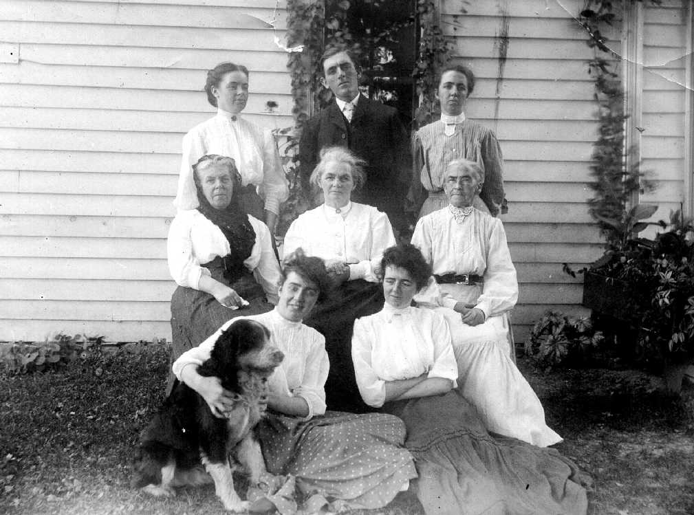 Photo of Lucina's Family, 1907